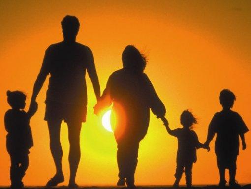 http://www.lecconotizie.com/wp-content/uploads/2012/11/famiglia.jpg