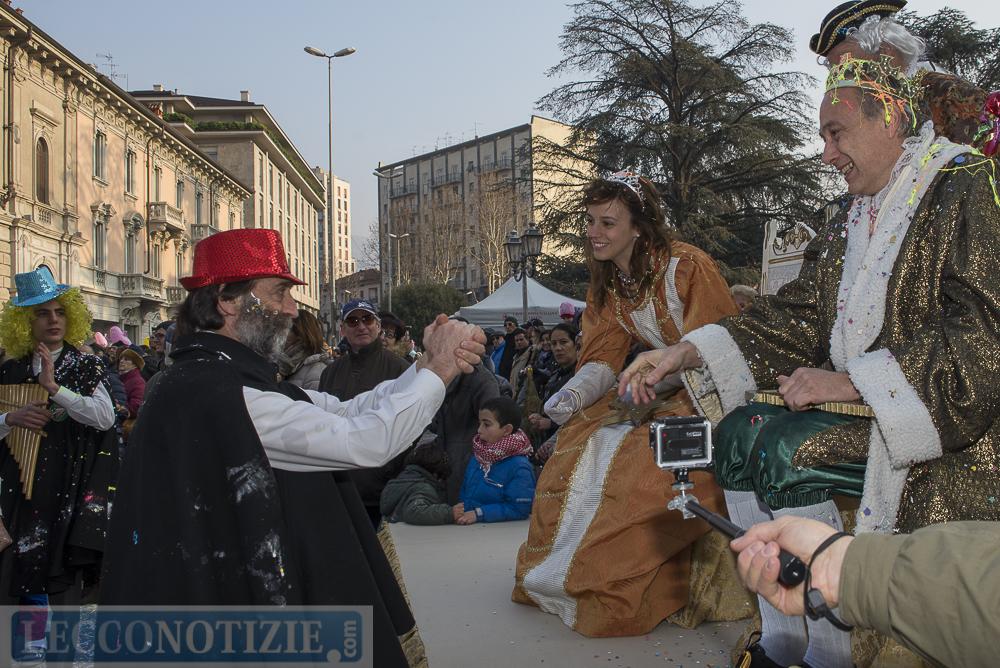 130 carnevalone cercasi i nuovi regina grigna e re - Liceo carlo porta erba ...