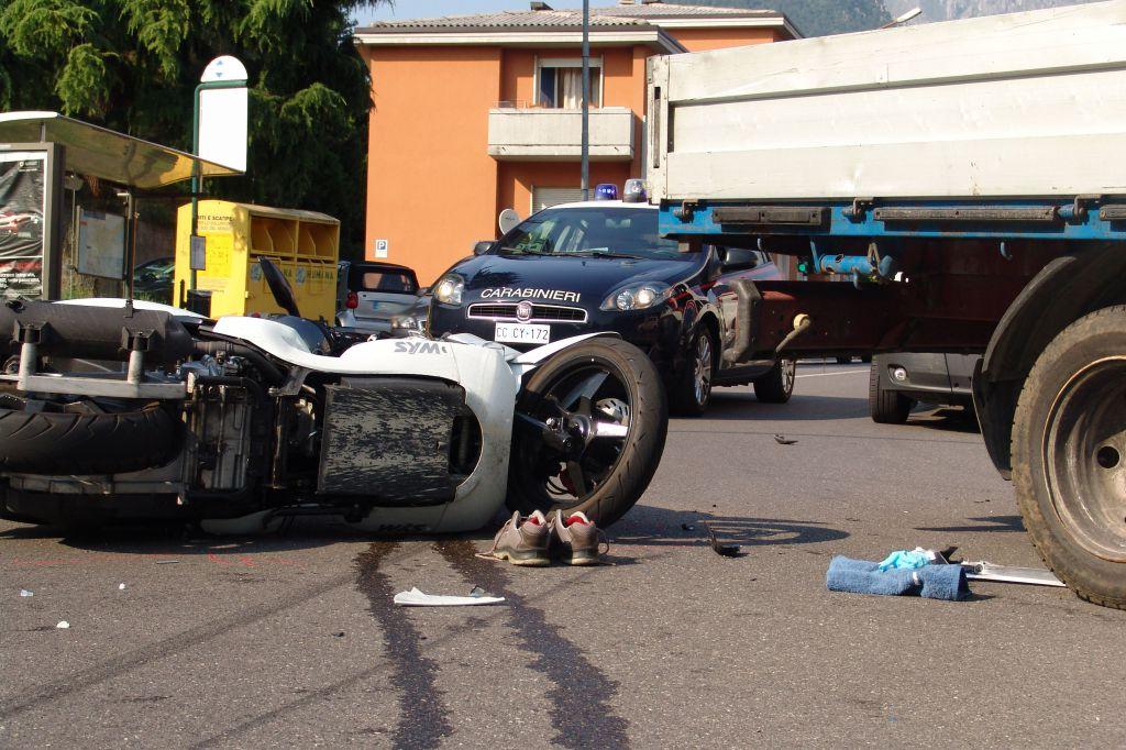 Ragusa, auto contro scooter: un morto e un ferito grave$
