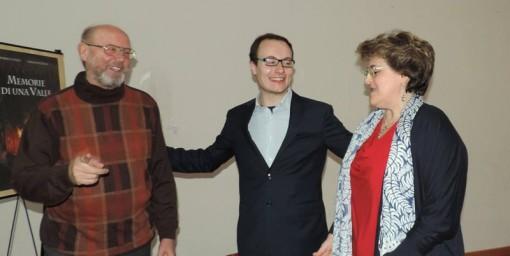Gli autori Prof. Roberto Pozzi e Miriam Buzzella, fra il presidente dell'Associazione Flavio Cipelli