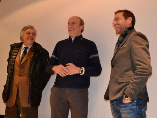 Il dottor Claudio Pecci (primo a sinistra) con don Agostino e il campione australiano Cadel Evans a Lecco lo scorso febbraio.