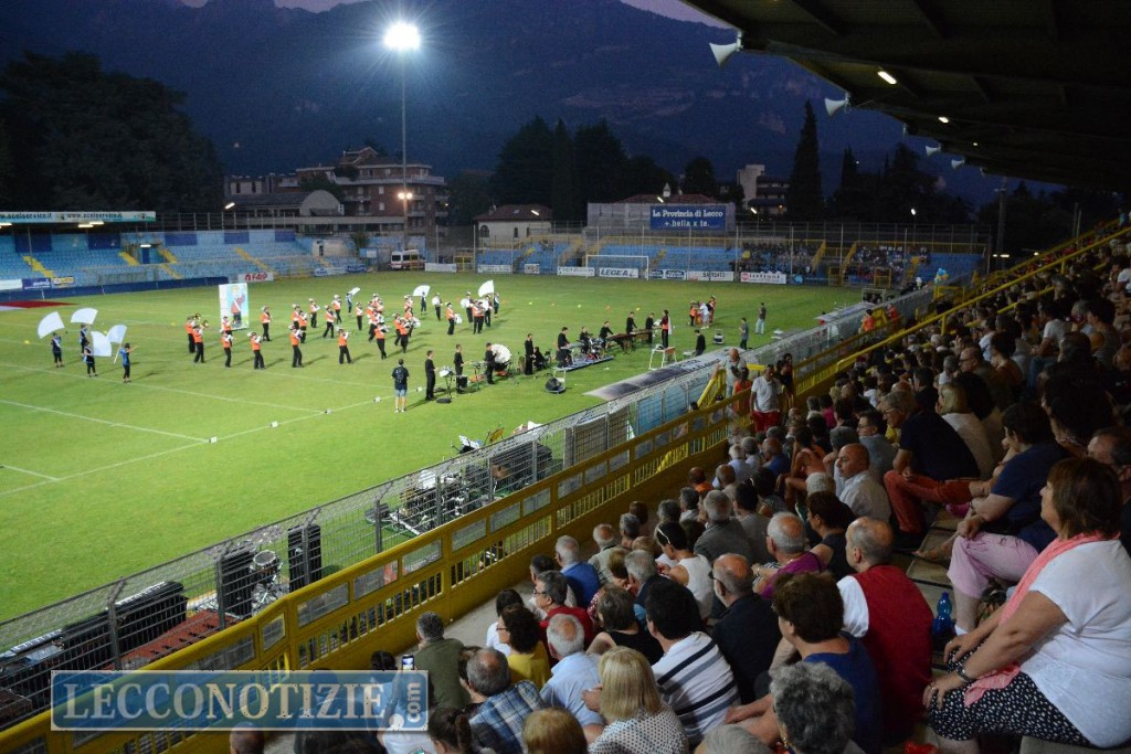Le marching show band fanno il pieno di applausi allo stadio di lecco lecconotizie il - Piscina di mozzate ...