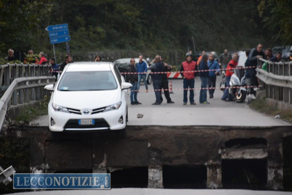 Brianza, crolla cavalcavia sulla statale 36: diversi feriti