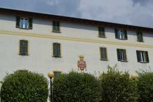 Il municipio di Mandello.