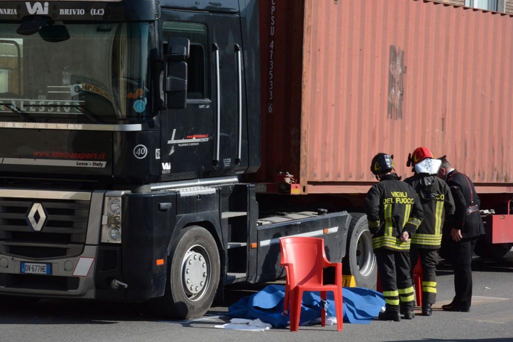 Tragedia a Vercurago: muore travolta da tir