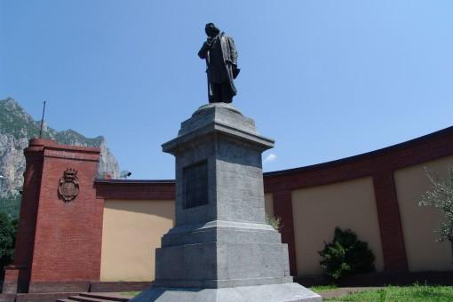 Monumento a Stoppani (2)
