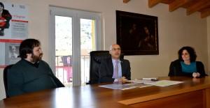 Da sx. don Andrea, sindaco e assessore Maggi