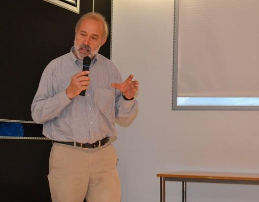 """Giuseppe Galimberti durante il suo intervento a """"Casa Don Guanella""""."""