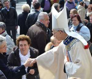 Monsignor Dante Lafranconi in un'immagine scattata a Mandello lo scorso anno.
