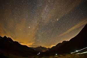 L'immagine del cielo durante una notte al Tor Des Geants