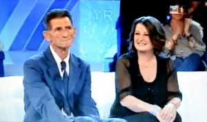 """Alis Agostini alla """"Vita in diretta"""" nell'ottobre 2011 con il pescatore che la salvò, Mario Civetta."""