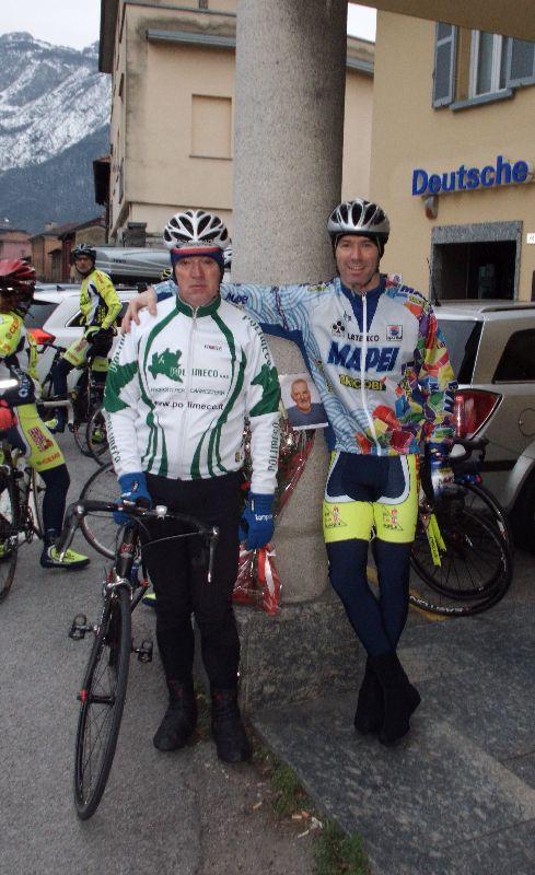 Un'altra immagine di Edo Gilardoni con Lilliano, grande amico di Renzo e compagno di innumerevoli sue uscite in bicicletta.