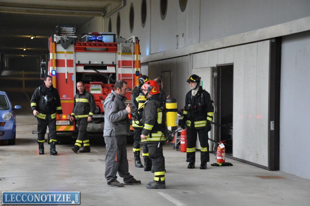 Auto a fuoco in un garage sotterraneo paura in via - Garage sotterraneo ...