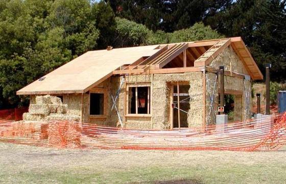 esempio di casa in legno e paglia - fonte :www.progettarearchitettura.it