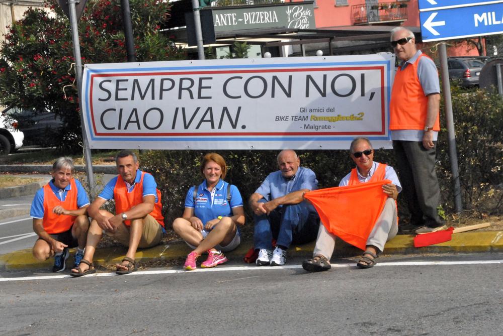 Lo striscione dedicato alla memoria di Ivan Fiorini