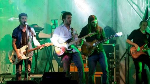 Tributo a Ligabue sabato 26 settembre al cineteatro comunale di Mandello con la band Interno 4 e a favore dell'Aism.