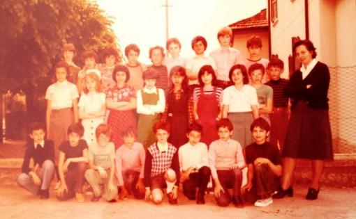 Gli alunni della quinta elementare della scuola di Molina posano per la foto di gruppo: sono i primi anni Settanta.