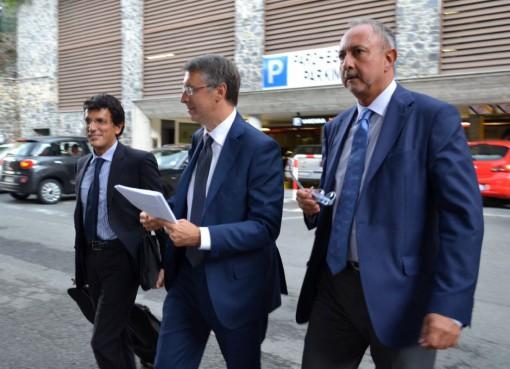 L'arrivo a Villa Monastero di Raffaele Cantone (al centro), presidente dell'Autorità nazionale anticorruzione.