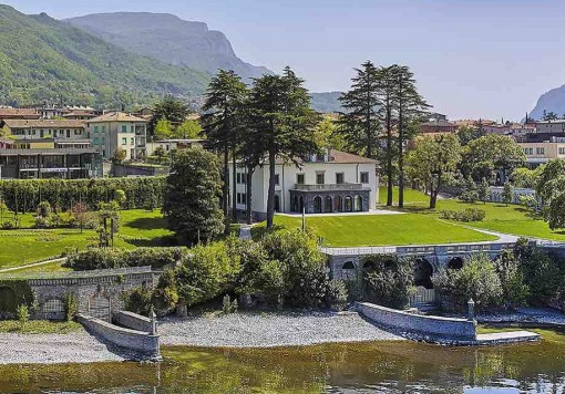 Villa Lario a Mandello ospiterà venerdì 18 settembre la cena di gala dei partecipanti al convegno di studi amministrativi organizzato dalla Provincia di Lecco.