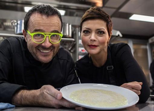 Lo chef Giancarlo Morelli con l'attrice Vittoria Belvedere.
