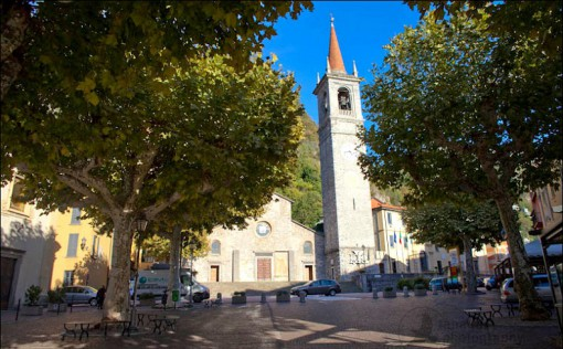 I platanei nella centralissima piazza San Giorgio di Varenna nella loro rigogliosa versione estiva...