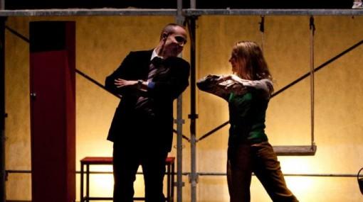 """Una scena dello spettacolo teatrale """"Angeli"""" che verrà rappresentato a Mandello la sera di venerdì 4 dicembre."""