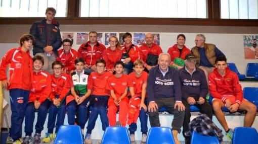 Dirigenti, tecnici e atleti della Canottieri Moto Guzzi di Mandello presenti domenica 22 novembre a Cremona.