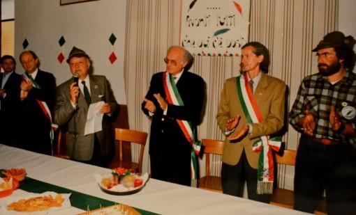 Giugno 1990: a Mandello viene festeggiato il decennale del Soccorso degli alpini.