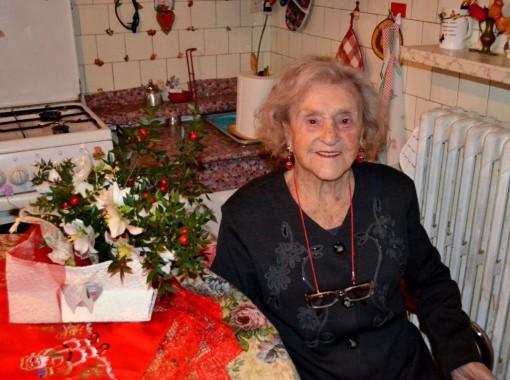 Giuseppina Magri il giorno del compleanno nella sua casa di Mandello.