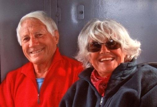 Il grande alpinista e esploratore Walter Bonatti in una foto che lo ritrae accanto a Rossana Podestà.