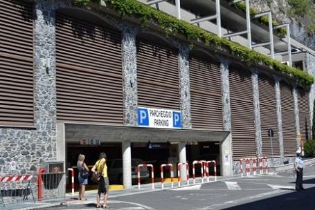 Il parcheggio multipiano realizzato negli anni scorsi a Varenna.