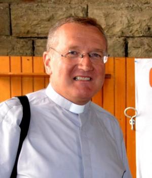 Monsignor Angelo Riva, vicario episcopale e direttare del Settimanale della diocesi di Como.