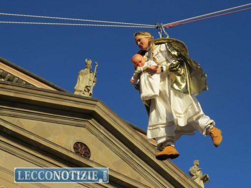 Il volo dell'Angelo durante il Corteo Storico della Valle San Martino
