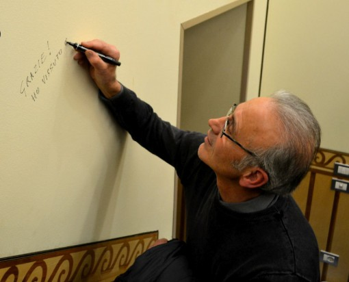 Baronchelli firma il murales dei campioni.