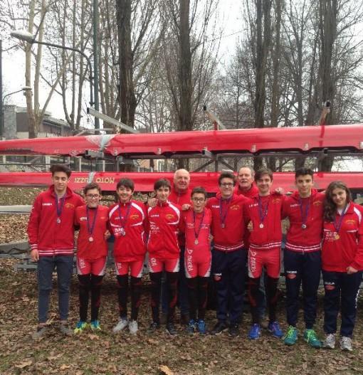 I vogatori della Canottieri Guzzi presenti alle regate internazionali dello scorso fine settimana sul fiume Po a Torino.