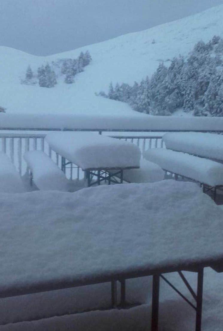Montagna arriva la prima neve imbiancate le grigne e il for Piani di montagna moderni