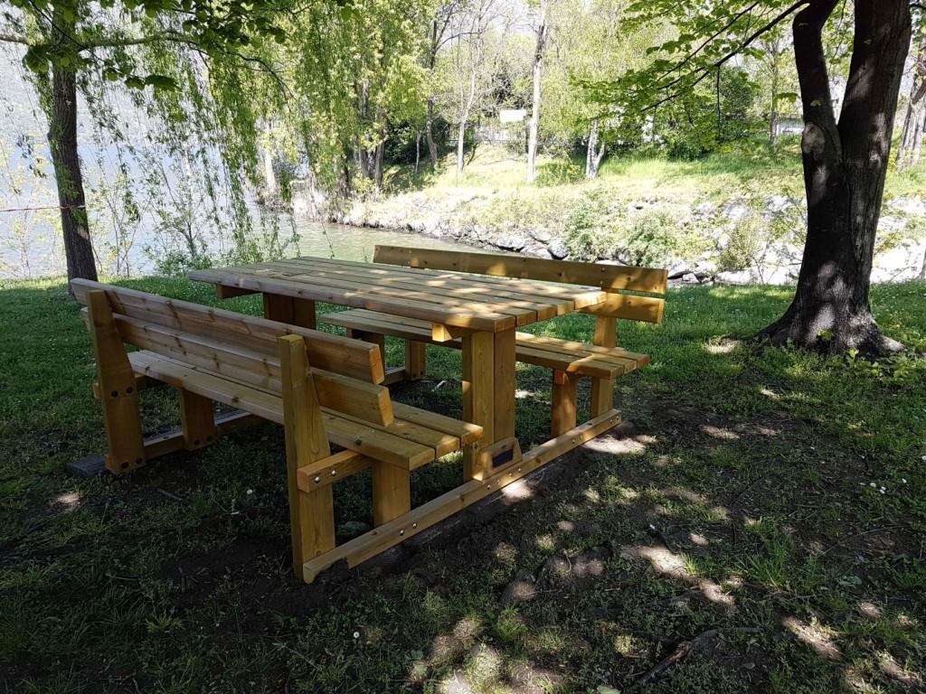 Dervio nuovi alberi e nuovi tavolini al via i lavori per for Lago tavolini
