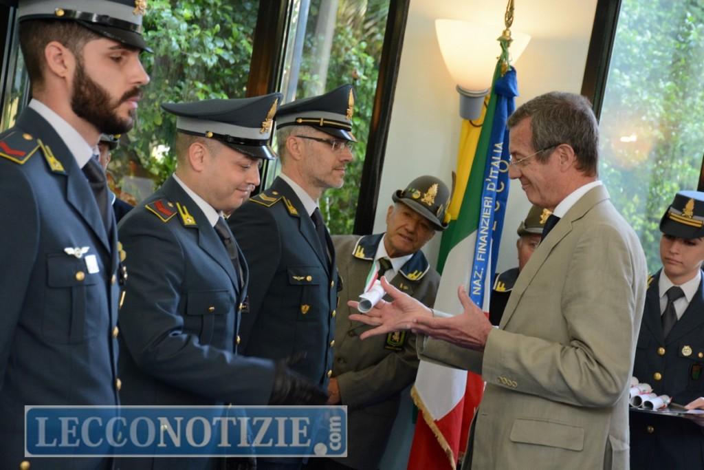eaadb83305 Encomio semplice anche per il vice brigadiere Luca Favaro, per l'appuntato  scelto Marco Brindisino e per il finanziere scelto Marco Simone autori di  una ...